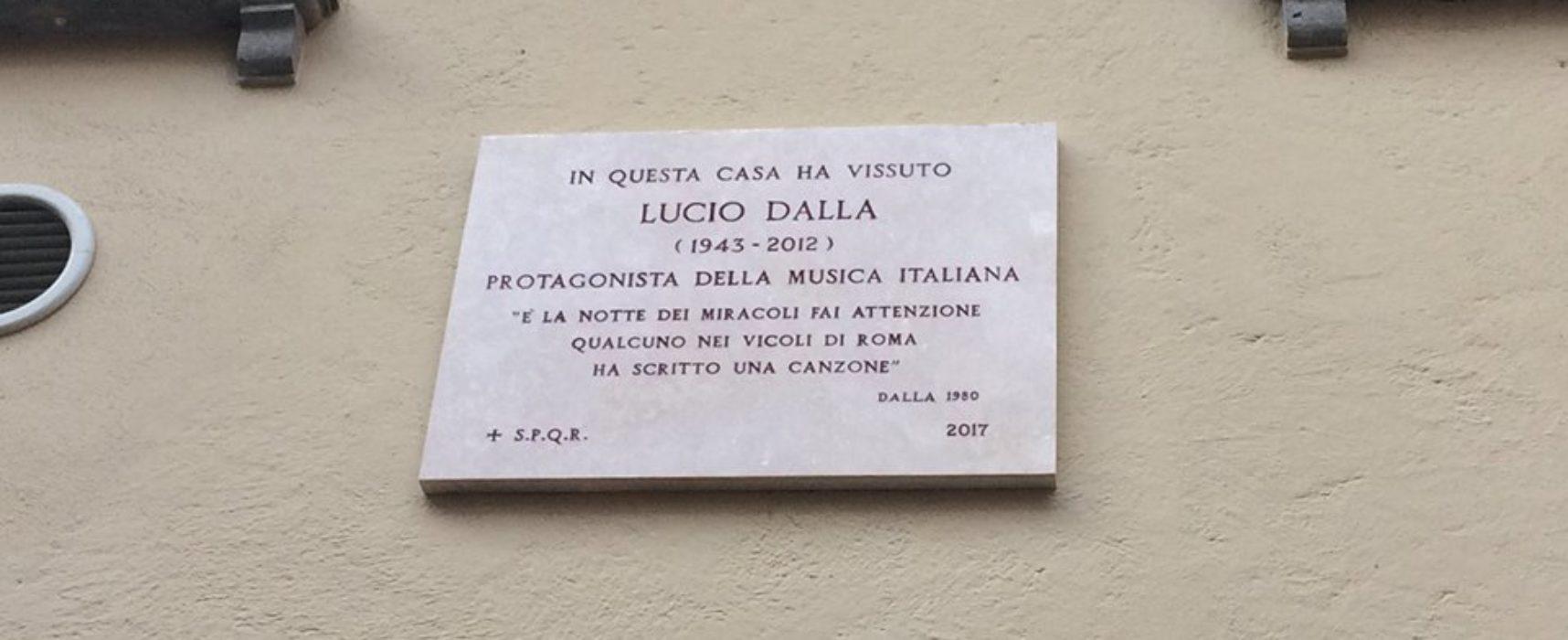 SCOPERTA LA TARGA IN ONORE DI LUCIO DALLA IN VICOLO DEL BUCO, NEL CUORE DI TRASTEVERE