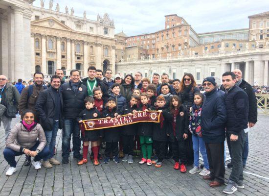 Trastevere calcio in campo a piazza San Pietro all'udienza generale di Papa Francesco
