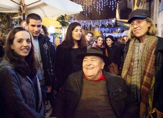Lutto al braccio in memoria di Bernardo Bertolucci in occasione di Avellino-Trastevere